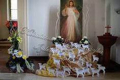 نتيجة بحث الصور عن dekoracja ołtarza komunia Corpus Christi, Church Flowers, Altar Decorations, First Holy Communion, Holy Spirit, Holi, Flower Arrangements, Backdrops, Projects To Try