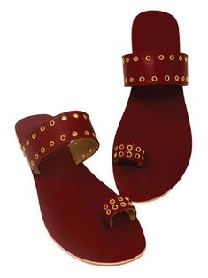 Flat footware ideas and inspiration. Trendy Sandals, Cute Sandals, Shoes Sandals, Leather Sandals Flat, Leather Slippers, Fashion Slippers, Fashion Shoes, Indian Shoes, Slipper Sandals