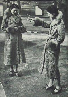 Women who play with yo-yo - Japan - 1933