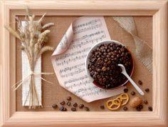Композиция с крекером и кофейными зернами отлично впишется в интерьер кухни