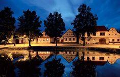 Holašovice - Plazoleta del pueblo con estanque