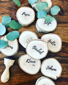 ,I am preparing the name badges. Of course they are also made of birch, like the decoration 😍. For this I printed out the names in a beautiful font and. Diy Wedding Presents, Diy Wedding Decorations, Pierre Coffin, Diy Wedding Bar, Wedding Venues, Marker, Diy Love, Diy Pinterest, Holiday Program
