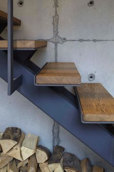 Stairs Design Idea - Combine Wood And Metal For A Warm Industrial Look . Stair Railing Design, Home Stairs Design, Stair Handrail, Interior Stairs, Handrail Ideas, Steel Stairs, Loft Stairs, House Stairs, Industrial Stairs