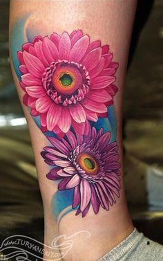 15 Best Sunflower Tattoo Motifs With Meaning- 15 Beste Sunflower Tattoo Motive M. Gerbera Daisy Tattoo, Daisy Flower Tattoos, Beautiful Flower Tattoos, Sunflower Tattoos, Sunflower Tattoo Design, Rose Tattoos, Daisies Tattoo, Tatoos, Colorful Flower Tattoo