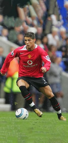 Best Football Team, Football Boys, World Football, Cristiano Ronaldo Wallpapers, Ronaldinho Wallpapers, Ronaldo Free Kick, Cristiano 7, Manchester United Wallpaper, Cristano Ronaldo