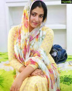 Anu Sithara Johny Johny Yes Appa Actress muslim sall Actress Anu Sithara 2018 Latest Cute HD Images Beautiful Muslim Women, Beautiful Girl Indian, Most Beautiful Indian Actress, Beautiful Girl Image, Beautiful Actresses, Cute Beauty, Beauty Full Girl, Beauty Women, Indian Natural Beauty