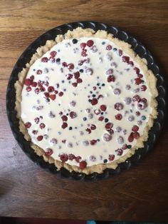 Ketomarjapiirakka (Keto Forest Berry Pie) – FOODYARD Berry Pie, Sour Cream, Keto Recipes, Potato, Berries, Egg, Meals, Desserts, Foods
