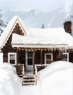 Tiny House Nation, Cabin In The Woods, Winter Cabin, Tiny House Movement, Tiny House Living, Winter Colors, Log Homes, Country Living, Apartment Therapy