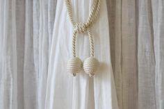 リノテキスタイルです。タッセル マカロン(バニラ) 価格:  ¥4,100 (税込)