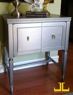 Makeover table using Martha Stewart metallic paint from Home Depot Do I dare try to paint my new entry table silver? Martha Stewart Metallic Paint, Katie Homes, Home Decor Inspiration, Decor Ideas, Painted Buffet, Sewing Cabinet, Entryway Ideas, Cabinet Makeover, Diy Projects To Try