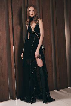 Get inspired and discover Elie Saab trunkshow! Shop the latest Elie Saab collection at Moda Operandi. Fashion Week, Runway Fashion, High Fashion, Fashion Boots, Fashion Tips, Collection Couture, Fashion Show Collection, Style Haute Couture, Abed Mahfouz