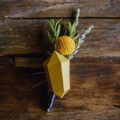 Make your own geometric boutonniere for your wedding! Super easy + rad tutorial.