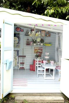 Shabby chic shed ideas, she inside a shed ideas about she sheds on she sheds craft shed. Baños Shabby Chic, Shabby Chic Crafts, Shabby Chic Interiors, Shabby Chic Kitchen, Shabby Chic Homes, Kitchen Country, Casa Wendy, Wendy House, Interiores Shabby Chic