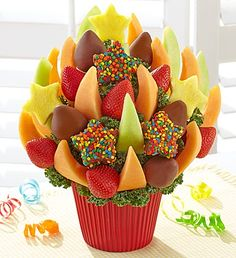 Put a sweet twist on the bouquet with fruit! Send juicy oranges, fresh pineapples and chocolate covered strawberries in a fresh fruit arrangement. Delivering fruit is perfect for any occasion, from birthdays to anniversaries, or any occasion in between! Chocolates, Edible Fruit Arrangements, Cupcake Container, Edible Flowers Cake, Fruit Sculptures, Chocolate Stars, Food Gift Baskets, Best Honey, Fruit Party
