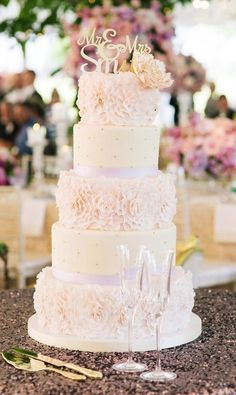 Wedding cake idea; Featured Photographer: Katie Stoops Photoraphy