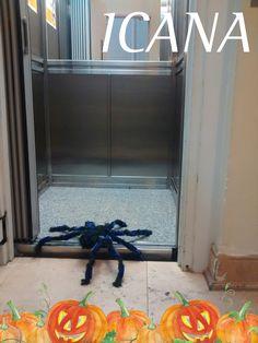 También quiso subir a conocer el mural de ICANA. Pero se quedó sin telarañas para subir por escaleras, así que fue por ascensor.