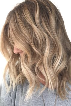 blonde balayage ; natural blonde highlights ; loose waves ; neutral blonde balayage
