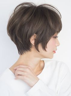 Exquisite and otherwise yummy! Asian Short Hair, Medium Short Hair, Short Hair With Layers, Short Hair Cuts, Medium Hair Styles, Japanese Haircut, Japanese Hairstyle, Short Hairstyles For Women, Bob Hairstyles