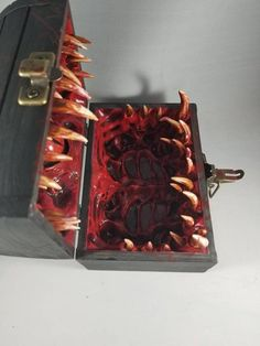 Crimson Chaos mimic dice chest dungeons and dragons dnd dice Holidays Halloween, Halloween Crafts, Halloween Decorations, Aquarium Decorations, Clay Crafts, Diy And Crafts, Décoration Harry Potter, Helloween Party, Horror Decor