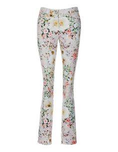 Hose im Flowerdessin, Leinenblazer, Glänzender Damengürtel aus Leder
