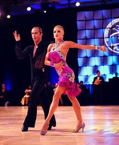 Riccardo and Yulia Samba I love the color of her costume Latin Ballroom Dresses, Ballroom Dancing, Latin Dresses, Dance Photos, Dance Pictures, Samba, Tango Dancers, Salsa Dancing, Just Dance