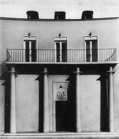 House Arnold, architecture by Lois Welzenbacher, in Vienna, Austria. Monumental Architecture, Classical Architecture, Art And Architecture, Nordic Classicism, Black And White Flats, Architect Drawing, Postmodernism, Dieselpunk, Im Not Perfect