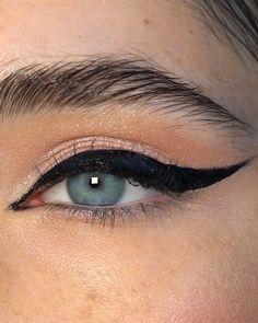 Eye Makeup Steps, Makeup Eye Looks, Eye Makeup Art, Makeup Tips, Beauty Makeup, Face Makeup, Cat Eye Eyeliner, Thick Eyeliner, Eyeliner Looks