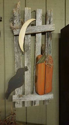 Wooden Crafts Like this. It really catches the eye! Fall Wood Projects, Fall Wood Crafts, Halloween Wood Crafts, Primitive Wood Crafts, Primitive Fall, Autumn Crafts, Wooden Crafts, Halloween Projects, Holiday Crafts