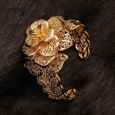 Trendy Gold Plated Plant Bangle&Cuff for Women 1 Gold Filigree, 18k Gold, Gold Plated Bangles, Brass Metal, Girl Gifts, Beautiful Flowers, Plating, Pendant, Bracelets
