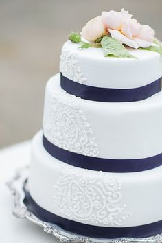 I love the whole white and navy color scheme for weddings. It's so crisp and fresh.