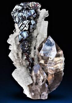 Hematite and Quartz on Adularia - Switzerland Cool Rocks, Beautiful Rocks, Black Crystals, Stones And Crystals, Gem Stones, Minerals And Gemstones, Rocks And Minerals, Crystal Castle, Natural Line