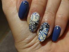framboise nail art stamping: stamping roses bleues