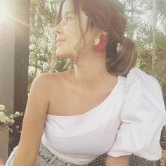 """Ella creyó que podía...y entonces lo hizo!!""💪🏽 . Blusa Canaria Blanca One Shoulder, Tops, Women, Fashion, Making Envelopes, Blouse, Moda, Fashion Styles, Fashion Illustrations"
