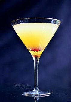 Flirtini - sparkling martini made with vanilla vodka, champagne and pineapple juice.
