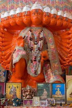 India Rajasthan state Jaipur temple dedicated to the monkey god Hanuman in the district of Galta - Stock Image Hanuman Murti, Shri Hanuman, Hanuman Ji Wallpapers, Hanuman Wallpaper, King Ravana, Apple Iphone Wallpaper Hd, Durga Kali, Hanuman Images, Hindu Art