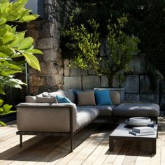 The beautiful outdoor modular sofa - Tribu Natal Alu Outdoor Sofa, Outdoor Areas, Outdoor Decor, Sofa Design, Furniture Design, Garden Furniture, Outdoor Furniture Sets, Lounge Seating, Rooftop Terrace