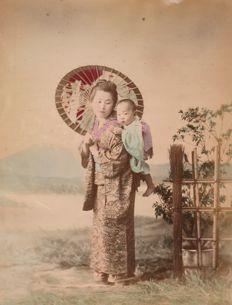 Inconnu (XIX)  - Geisha nurse carrying a baby