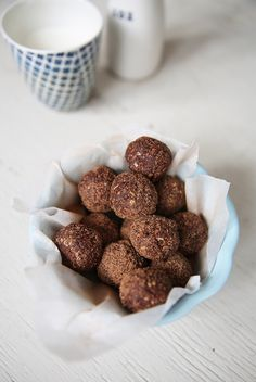 Bliss balls with cacao, figs, oats and coconut. Easy simple guilt-free treat, perfect for kids!