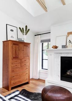 This Thos. Moser chest is perfect for the bedroom, adding a touch of rustic elegance. Hunter Douglas, Home Decor Bedroom, Bedroom Furniture, Bedroom Ideas, Cozy Bedroom, Bedroom Apartment, Kitchen Furniture, Apartment Ideas, Fireplace Molding
