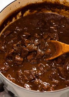 Australian Meat Pie Filling in a cast iron pot Steak Pie Recipe, Recipe Tin, Meat Recipes, Cooking Recipes, Curry Recipes, Recipies, Banana Recipes, Protein Recipes, Casserole Recipes