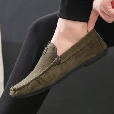 PADEGAO Spring Autumm Leisure Soft Comfy Casual Loafers Shoes for Men Solid Flat Slip On Shoes Retro Concise Driving Shoes Outfit Accessories From Touchy Style Mens Loafers Shoes, Casual Loafers, Loafer Shoes, Shoes Men, Leather Shoes Brand, Casual Leather Shoes, Mocassins Luxe, Mens Fashion Casual Shoes, Driving Shoes