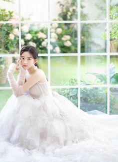 White Bridal Dresses, Flower Girl Dresses, Wedding Dresses, Pre Wedding Poses, Wedding Photos, Girl Korea, Wedding Girl, Ulzzang Girl, Photo Poses