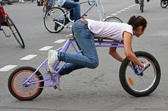 fuckyeahgirlsandbikes:    piubici:    strange (via aislan)      (via a13lan)
