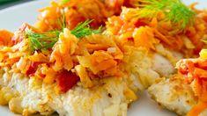 Choć nie wiadomo dokładnie skąd wzięła się w naszym menu ryba po grecku, pewne jest, że w wielu domach zagości w tym roku - tak, jak w latach ubiegłych - na wigilijnym stole. Delikatne mięso ryby i warzywa w sosie pomidorowym to połączenie, bez którego część z nas nie wyobraża sobie świąt. Jak zrobić rybę po grecku? Mamy dla was dwa przepisy - jeden bardziej tradycyjny, a drugi nieco bardziej nowoczesny. Wybierzcie swój ulubiony!