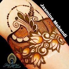 Henna Tattoo Designs Arm, Floral Henna Designs, Mehndi Designs Book, Arabic Henna Designs, Mehndi Designs For Girls, Modern Mehndi Designs, Dulhan Mehndi Designs, Wedding Mehndi Designs, Mehndi Designs For Fingers