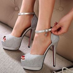 A simple YES or NO? #heels #fashion