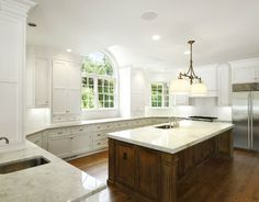 Kitchen. White Kitchen with large island. Traditional White Kitchen with classic finishes. #WhiteKitchen #Island Via Sotheby's Homes.