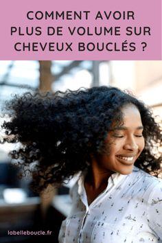 Vous souhaitez optimiser le volume de vos cheveux bouclés ? La Team Belle Boucle est là pour vous donner les astuces qui vont révolutionner votre volume en un rien de temps ! L'idée est d'adopter les techniques qui apportent de la légèreté à vos cheveux bouclés ! Mais comment s'y prendre ? Découvrez nos 7 conseils pour favoriser le volume des cheveux bouclés