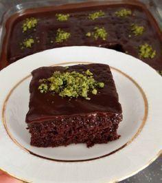 Harika bir ıslak kek brownie tarzı güzel bir tarif. Sizlerde evinizde kolaylıkla yapabilirsiniz