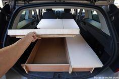 Exemples pratiques pour équiper votre voiture pour dormir dedans. Édouard vous explique comment il a aménagé son break Dacia Logan MCV pour voyager.